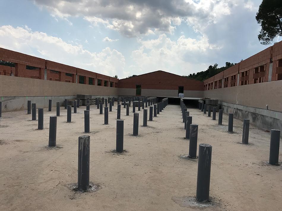 Pilarets encofrats in-situ per a soport de slats.