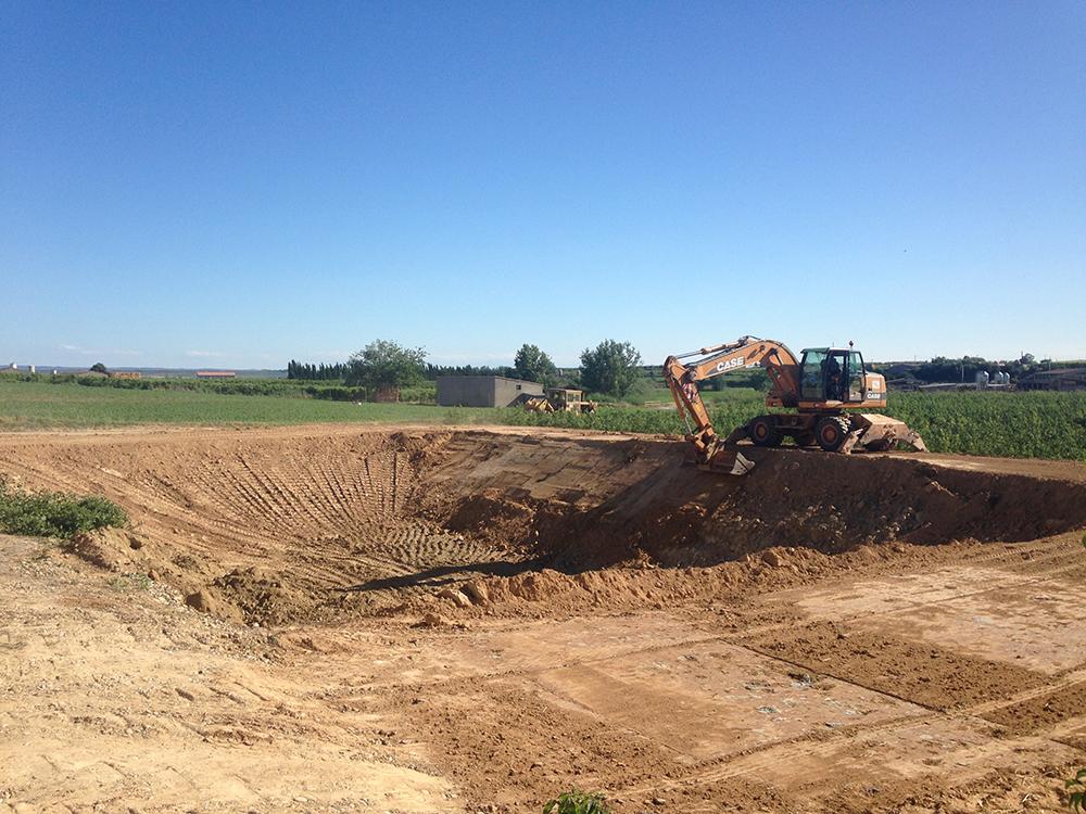 Excavació bassa de purí.