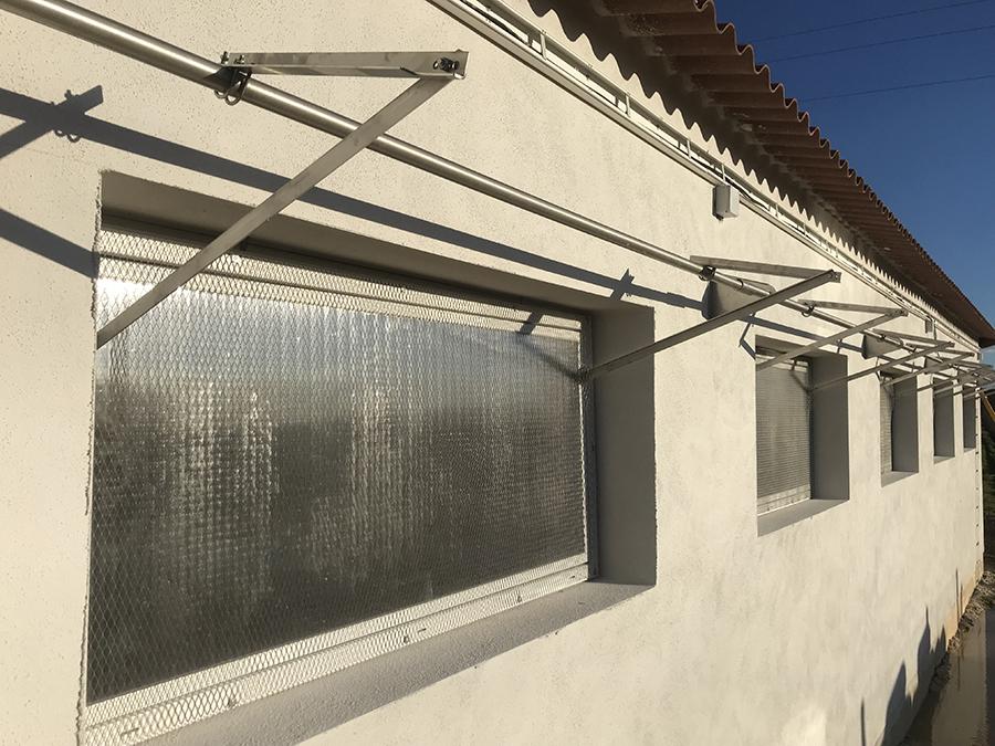 Apertura finestres abatibles.