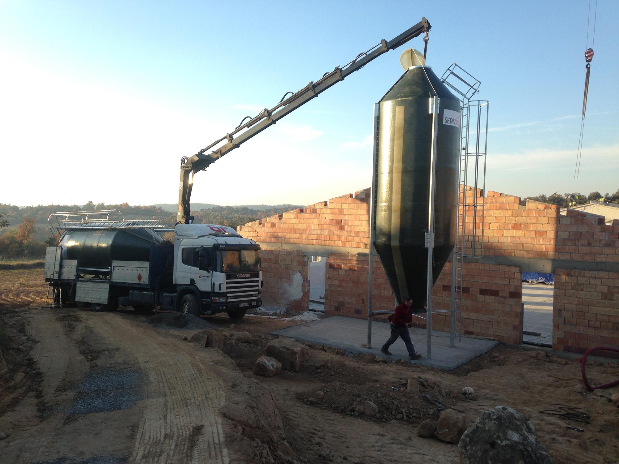 Colocación silo de poliester.