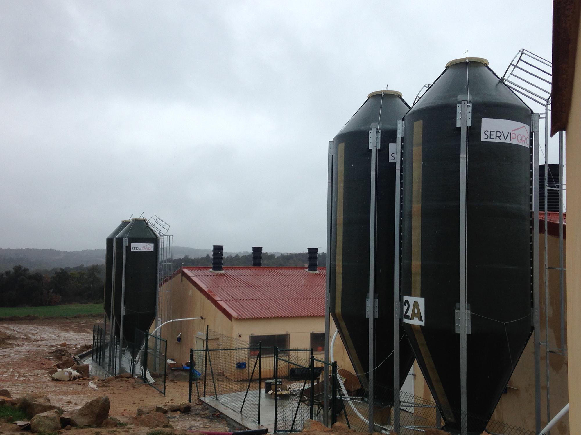 Vista silos de poliester.
