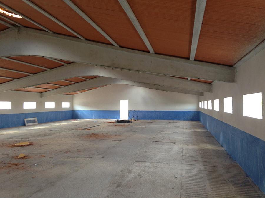 Interior nave preparado para montar corrales de PVC.